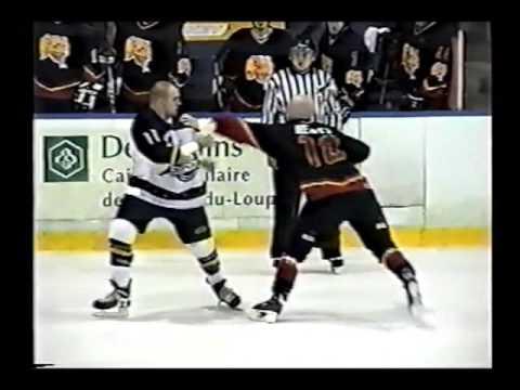 John Hewitt vs  Christian Leblanc LHSPQ 28 11 03