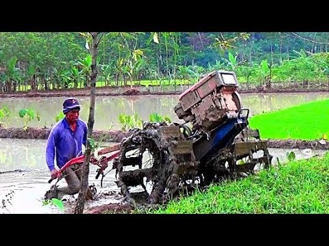 Tractor Quick G1000 working in the mud (Traktor Sawah sedang membajak sawah)