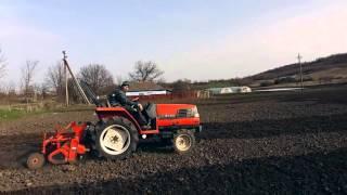Трактор Kubota GL-240 в работе