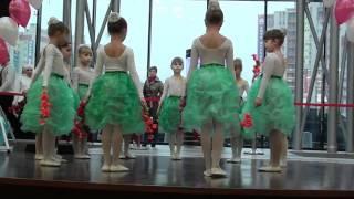 Детский танец с веточками
