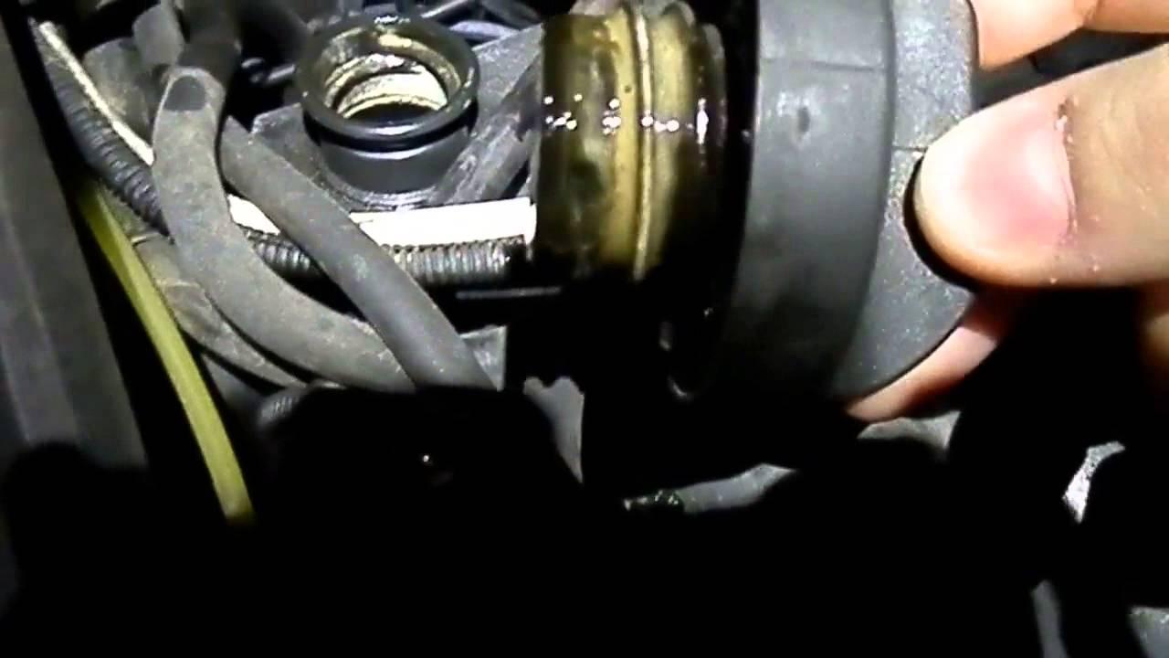 что означает белая пенка на заливной крышке двигателя ваз2107