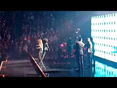 Shania Twain entering Rogers Arena 2018
