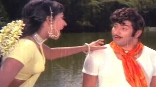 Super Star Krishna Songs - Vastha Yellosthaa - Mayadari Malligadu