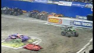 Grave Digger Freestyle at San Antonio on 1-10-2009 Thumbnail