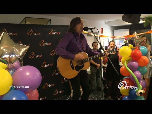Murray Cook Sings A Wiggles Classic To A Bunch Of Adults   mix94.5
