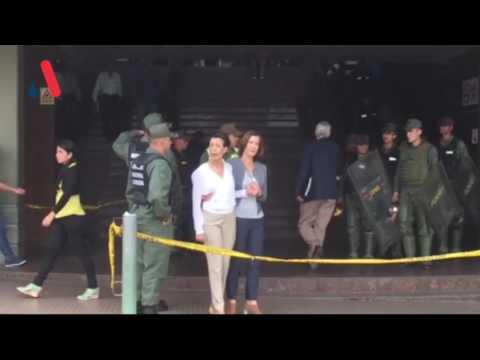 GNB discute con madre de Leopoldo López en el Palacio de Justicia