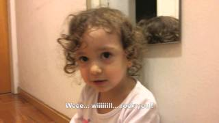 Little girl sings We Will Rock You!! (Nena canta We Will Rock You!!)