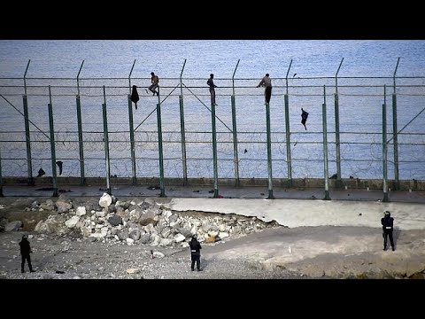 شاهد: توقيف مئة مهاجر حاولوا الدخول سباحةً إلى سبتة الإسبانية…  - نشر قبل 3 ساعة