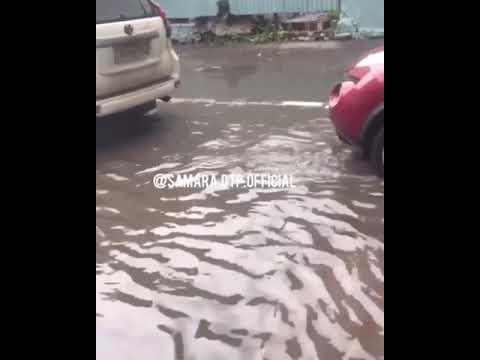 В Самаре после сильного ливня затопило улицы