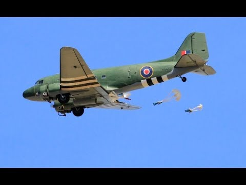 WW2 MULTIPLE RC GIANT SCALE BOMBERS & TRANSPORT INC PARACHUTE DROP - LMA ELVINGTON - 2017