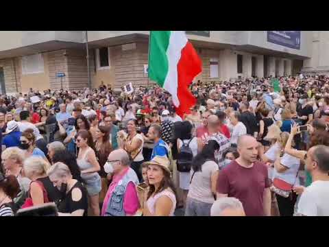 Italy. Our Beautiful Italian Patriotos Standing Up!!!