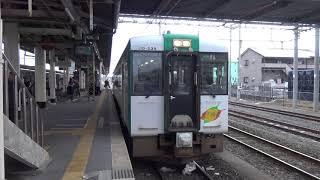 小牛田駅に停車中の陸羽東線キハ110系鳴子温泉行き