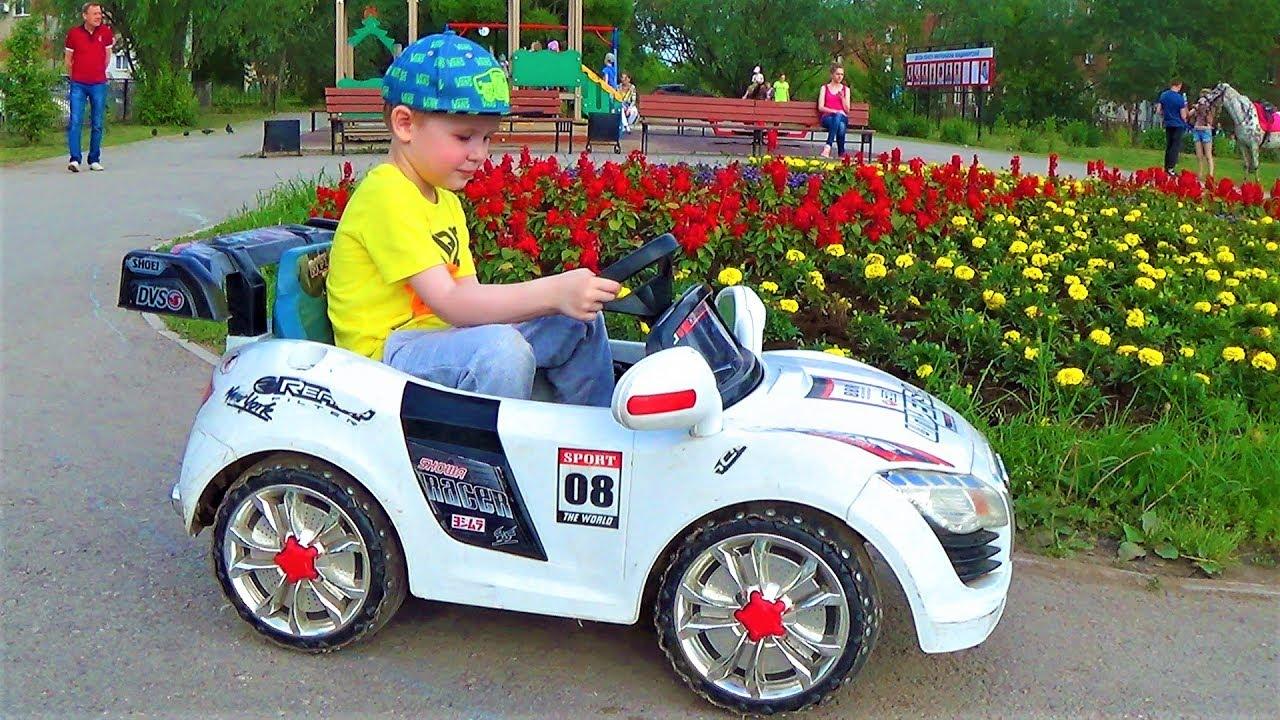 Детский влог. Гуляем на детской площадке. Машинки, батуты и песочница! Развлечения для детей!