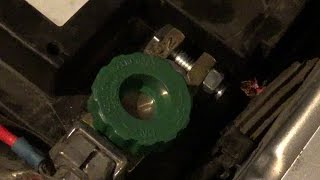 Аккумуляторная клемма с выключателем массы. Если глючит акб  или есть утечка тока в машине.