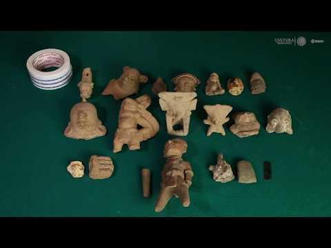 Una Colección De Piezas Prehispánicas De Culturas De La Costa Del