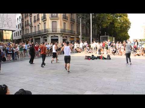 Barcelona - Amazing street dance