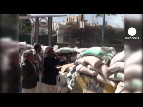 Sanaa airport closed as violence rages