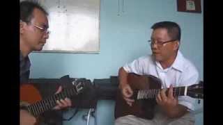 2 Bác vừa hát vừa đánh đàn quá đỉnh ^^^