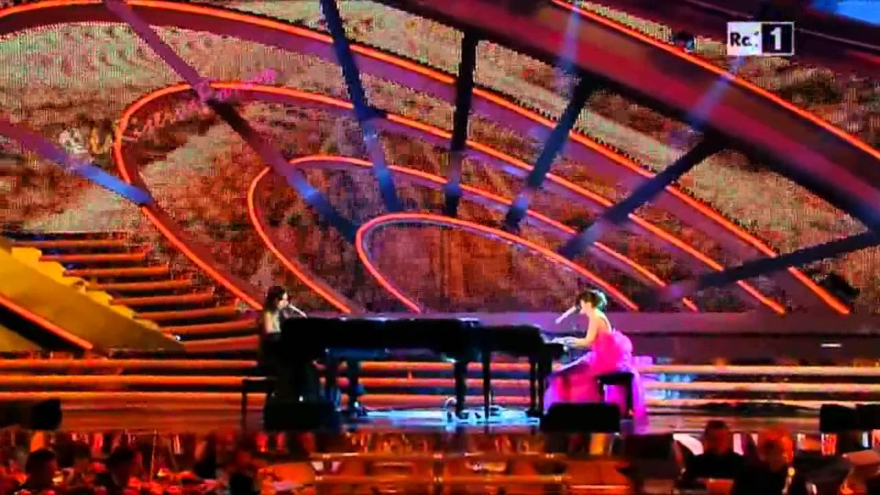 Chiara Civello & Francesca Michielin - Al posto del mondo - Sanremo festival 2012 (quarta serata)