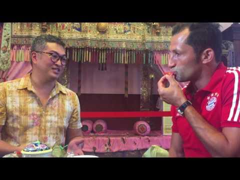 Hasan Salihamidzic tries some Peranakan delicacies