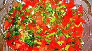 Салат с копченной красной рыбой. Очень вкусный салат легкий в приготовлении.