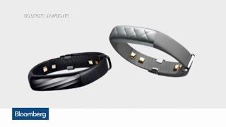 Jawbone Goes Right After Apple in Wearable Space
