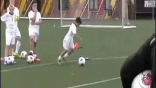 Шок пацан обыграл всех в футбол