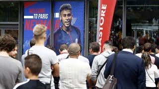Neymar au PSG : la boutique des Champs-Elysées pris d'assaut