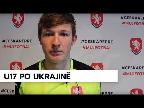Trenér U17 R. Bejbl, gólman A. Benada a záložník N. Penner po remíze s Ukrajinou