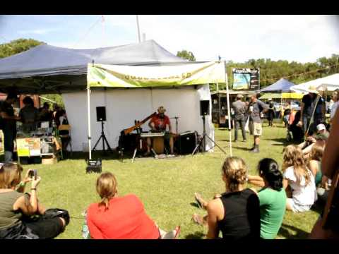 Juzzie Smith@Byron Bay sunday markets