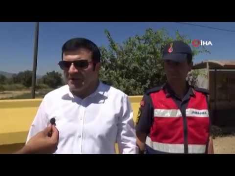Tire Kaymakamı Tanrıseven'den sürücü ve yolculara cikolata ikramı