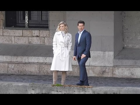 Tom Cruise and Vanessa Kirby shooting a love  on the Mission Impossible 6 shooting in Paris