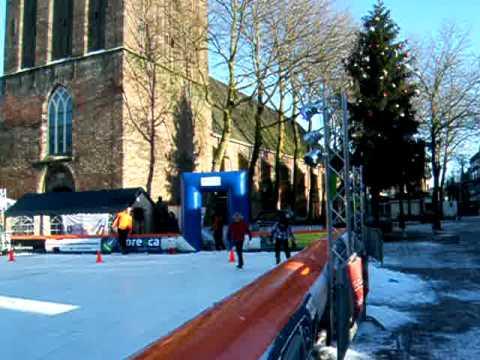 Kunstijsbaan in Meppel op het Kerkplein tot 24 dec. 2010 DSCF7004.AVI