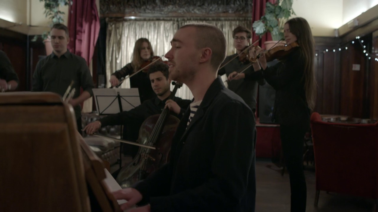Watch Matt Maltese perform a unique version of his track 'As The World Caves In' for Burberry Acoustic. The South London-based musician recently performed an...