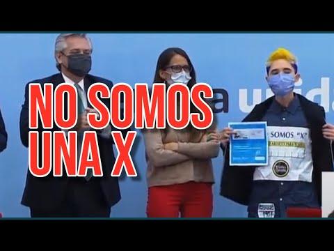 """Qué pasó en el acto de Alberto Fernández por los DNI no binarios """"NO SOMOS UNA X"""""""