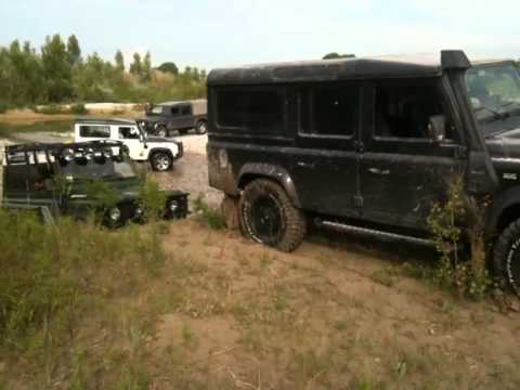 Land Rover Defender 110 Td4 off road - YouTube