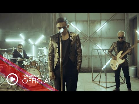 Download ST12 - Kepingan Hati (Official Music Video NAGASWARA) #music Mp4 baru