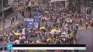 عشرات الآلاف يتظاهرون في هونغ كونغ