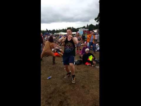 Dude Dances To Uptown Funk Like a Boss