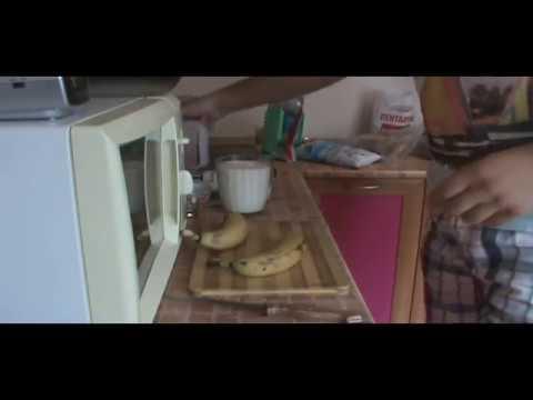 Молочный коктейль  клубника-банан приготовление
