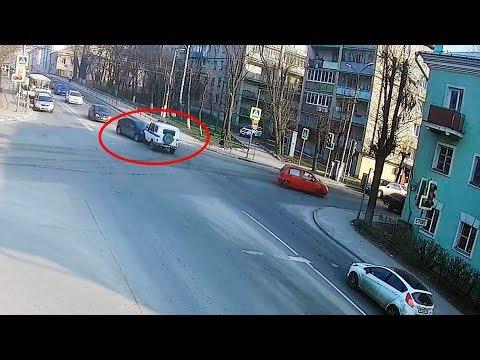 ДТП в Серпухове. Не уступил дорогу полицейскому автомобилю... (видео со звуком). 16 апреля 2018г.