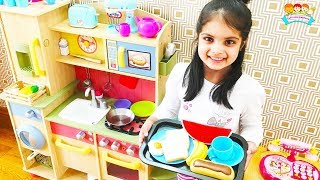 Cutie Play makes Breakfast for Mummy with favourite Toys for Girls | Katy Cutie Show