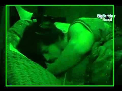 BBB 11 - Rodrigo e Talula namorando debaixo do edredom