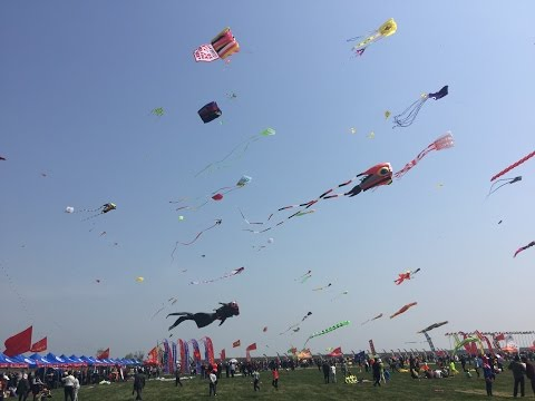 "10,000 people fly kites in Weifang, ""Kite Capital of the World"""