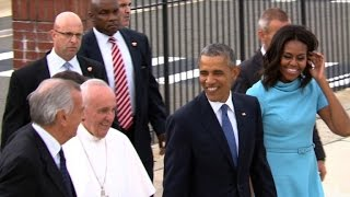 Obamas holen Papst am Rollfeld ab