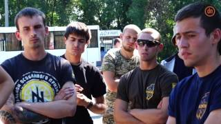 Представители «Азова» блокировали движение автобусов в Бахмуте(В Бахмуте Донецкой области неизвестные перекрыли движение автобусов автотранспортного предприятия «Моно..., 2016-07-14T08:51:17.000Z)