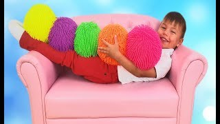 Richard play with Colored Balls everywhere