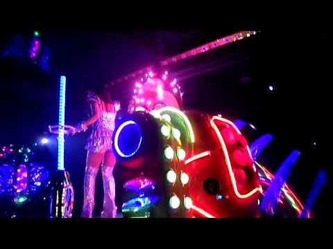 Tokyo Robot Girl Cabaret Show Dreamgirls