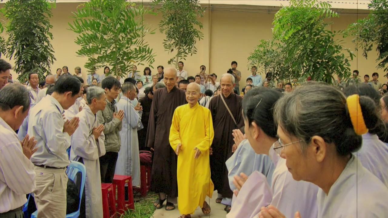 Vì sao thầy Thích Thông Lạc bị một số tăng ni và Phật tử phản đối? THẦY ĐANG ĐẬP BÁT CƠM CỦA QUÝ VỊ