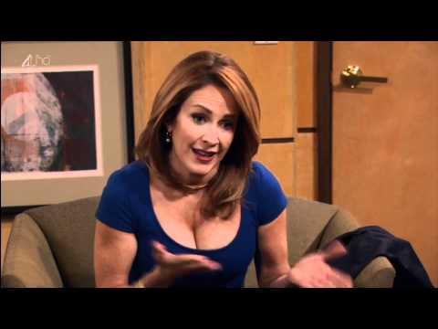 Patricia Heaton showing sexy cleavage thumbnail